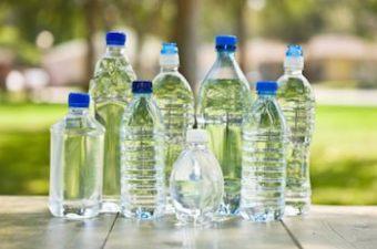Peligro en los envases de plástico: use un filtro de agua